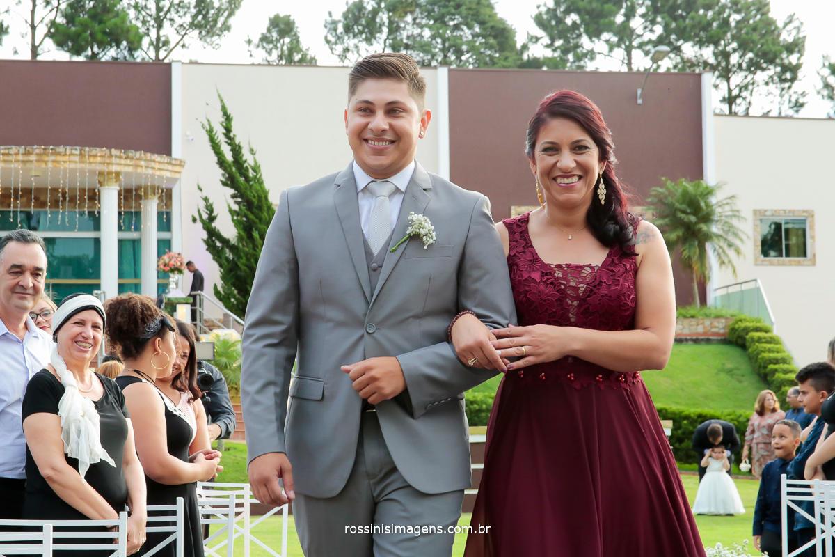 noivo e mãe felizes com o dia maravilhoso, casamento lindo e feliz rossini's imagens
