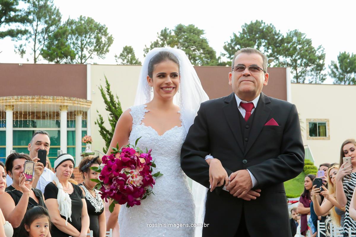 entrada da noiva , casamento da julianne prado e wil robson na chacara torres fotografia oficial por rossini's imagens
