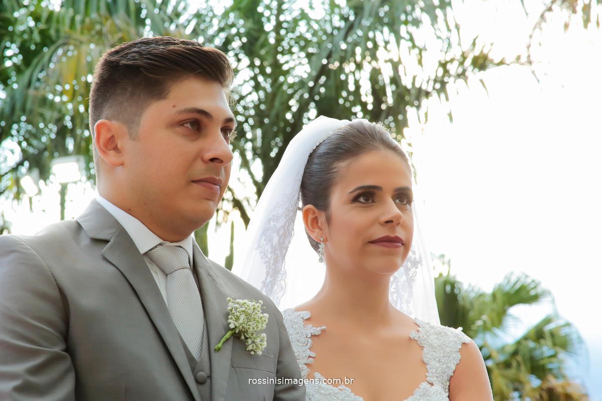 casal emocionado com o cerimonial do celebrante paulo godoy cerimonial incrivel