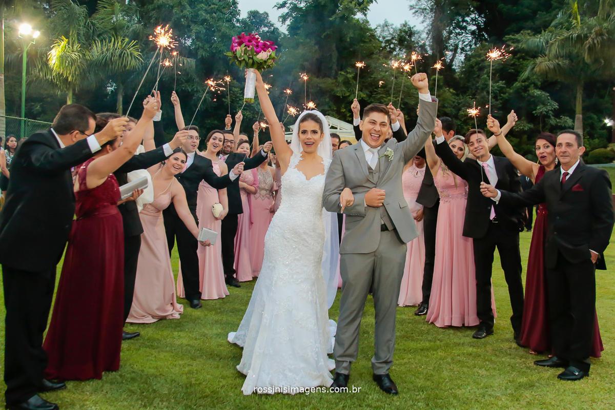 fotografia de casamento rossinis imagens saída dos noivos com sparks