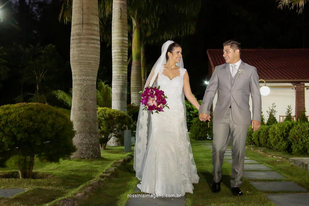sessão de fotos dos noivos no casamento, casamento no campo, casamento em poá - sp