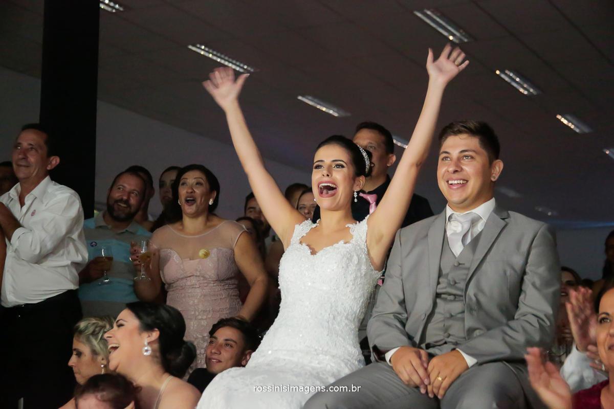 retrospectiva de fotos por conta do dj royal som, arrasou no video casal super animado e feliz casamento no campo, casamento top