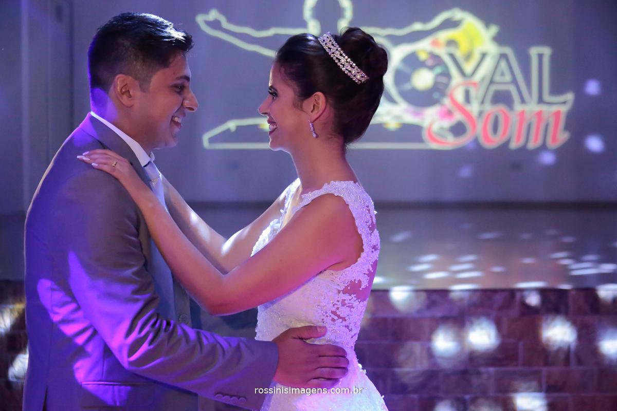 fotografia da rossinis imagens a melhor equipe de fotografia da região, noivos abrindo a pista de dança com a valsa