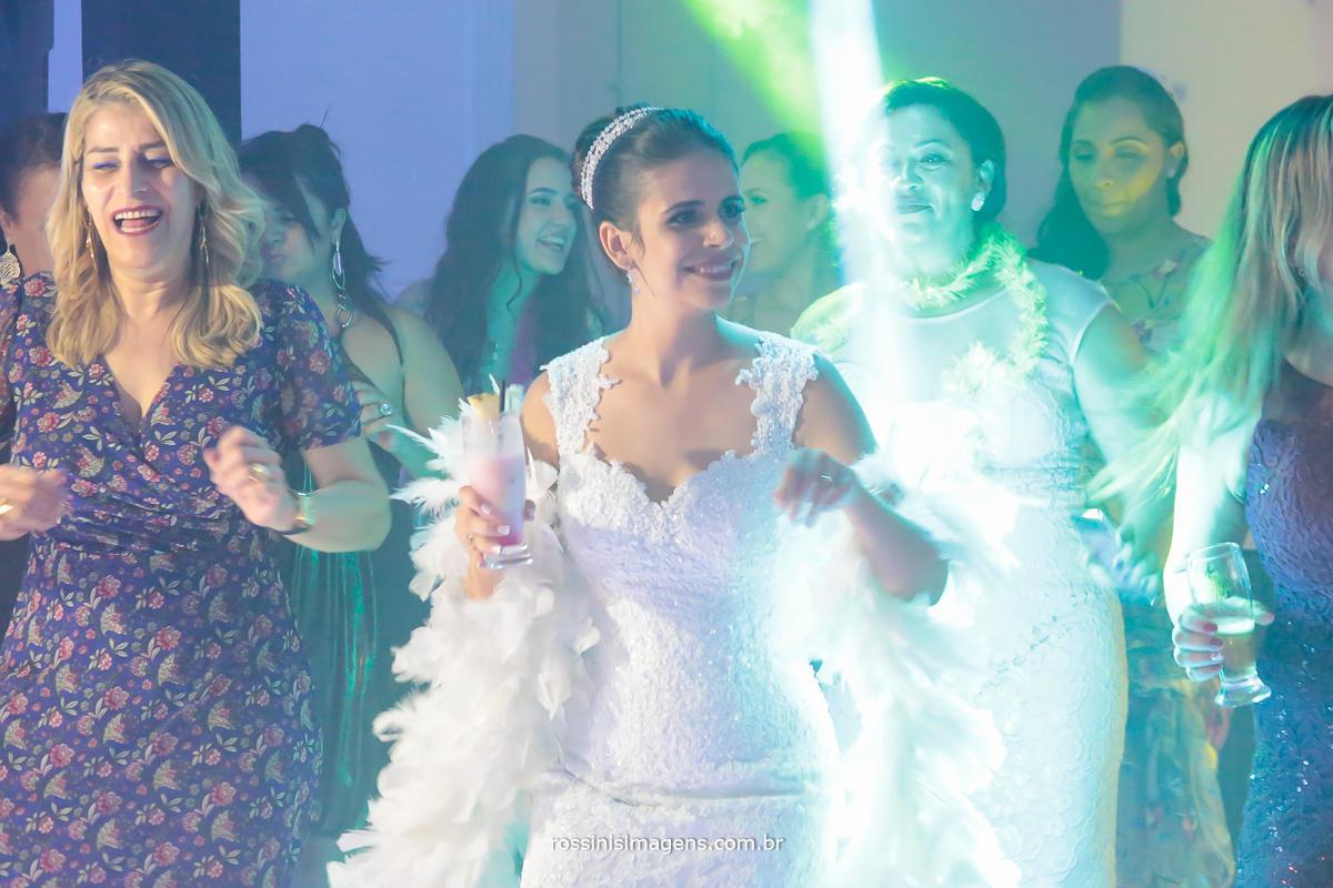 noiva na pista de dança, royal som pista led, a melhor pista de dança, a mais animada festa casamento julianne e will