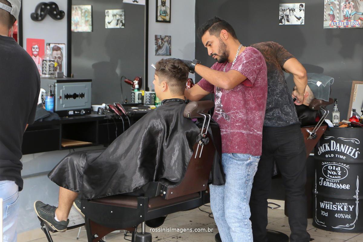 noiva na barbearia no making of king's barber shop