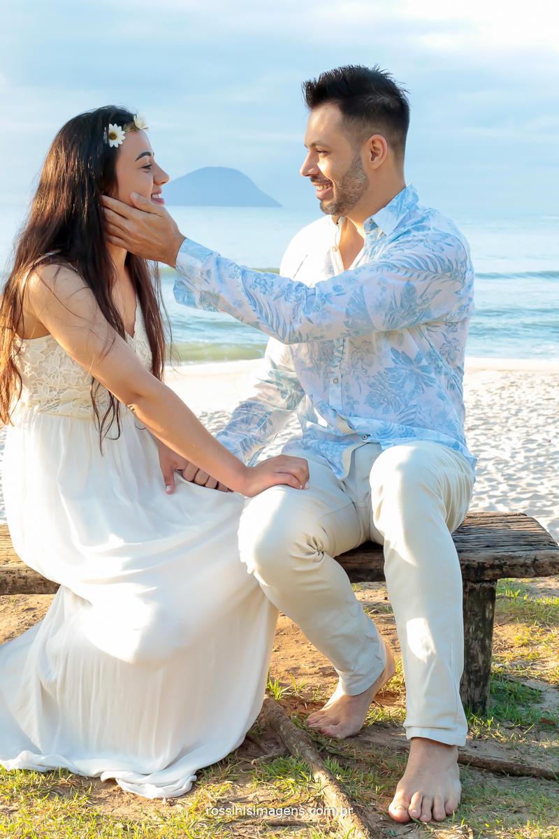 imagem de fotografo de ensaio pre casamento Natali e Eduardo na praia