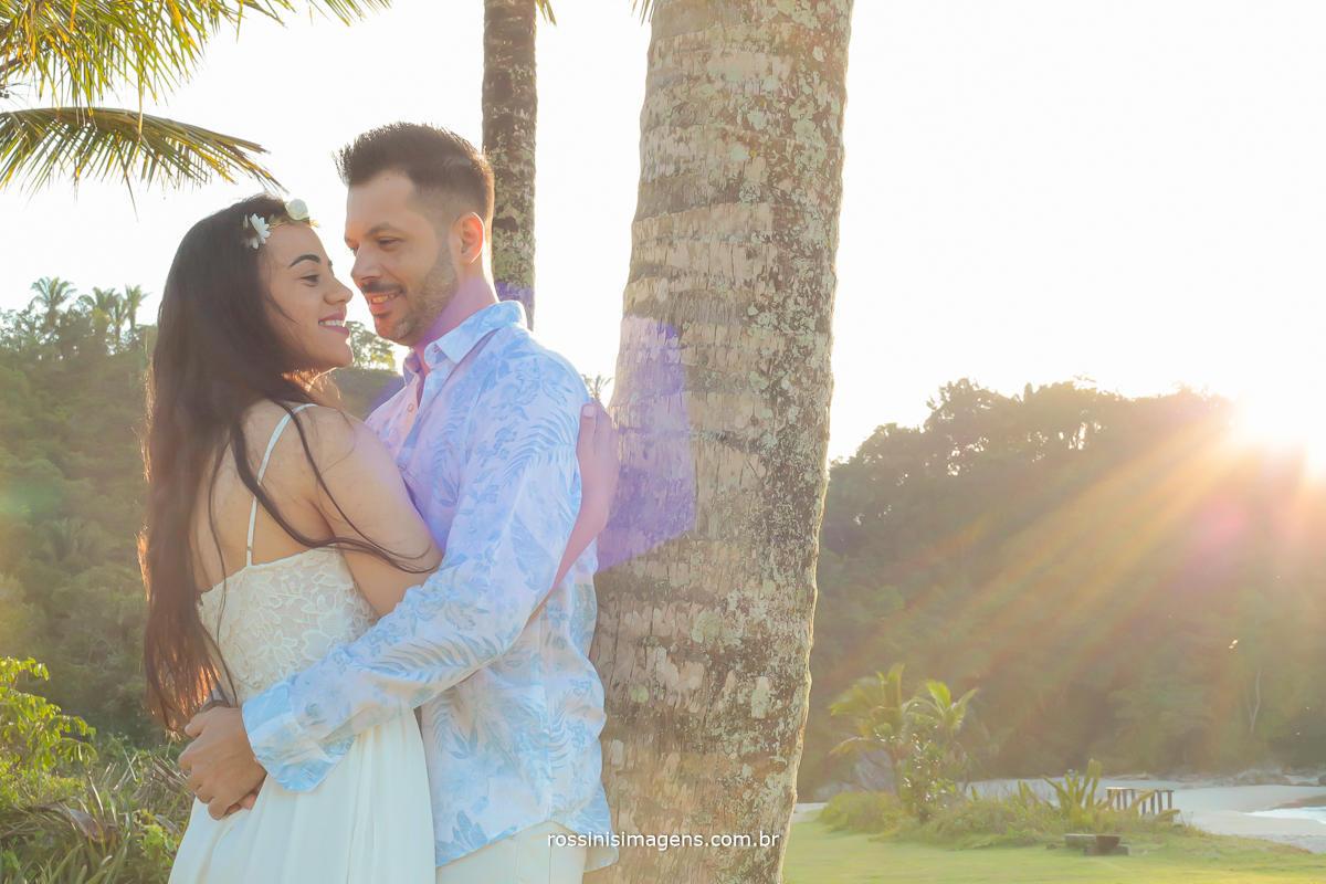 fotografo de ensaio pre casamento na praia dia de sol, praia da jureia em são paulo