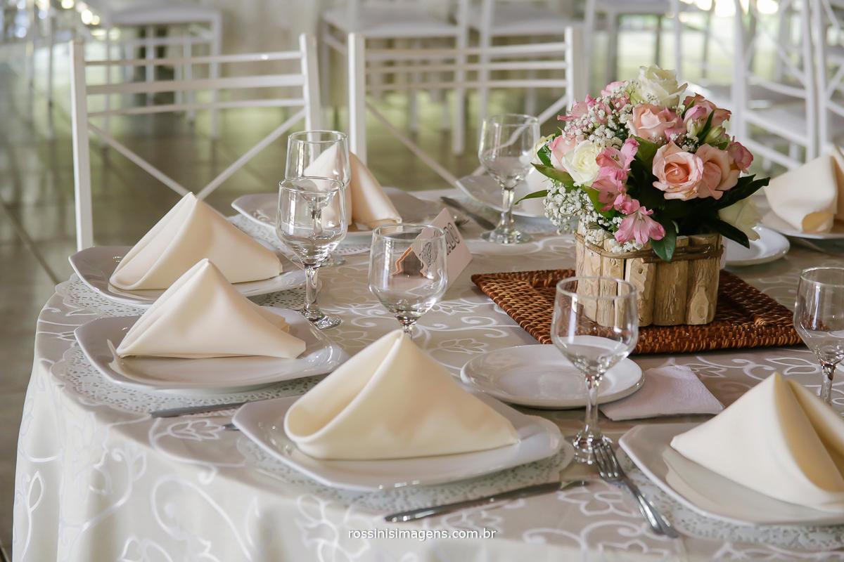 fotografia da mesa dos convidados linda decoração da ariana domingo rangel, serviço de buffet Osaki excelência em servir
