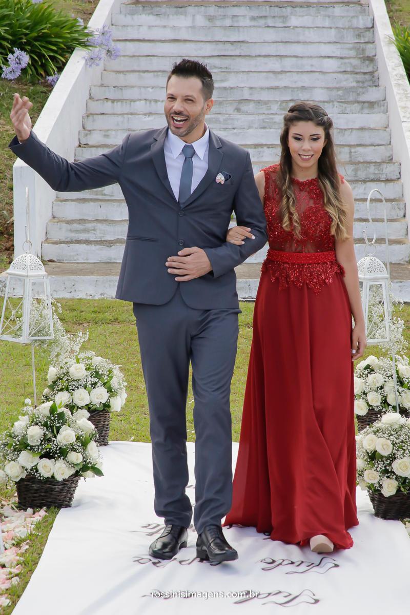 a linda e emocionante entrada do noivo com sua filha, momento de muita realização, realizando sonho