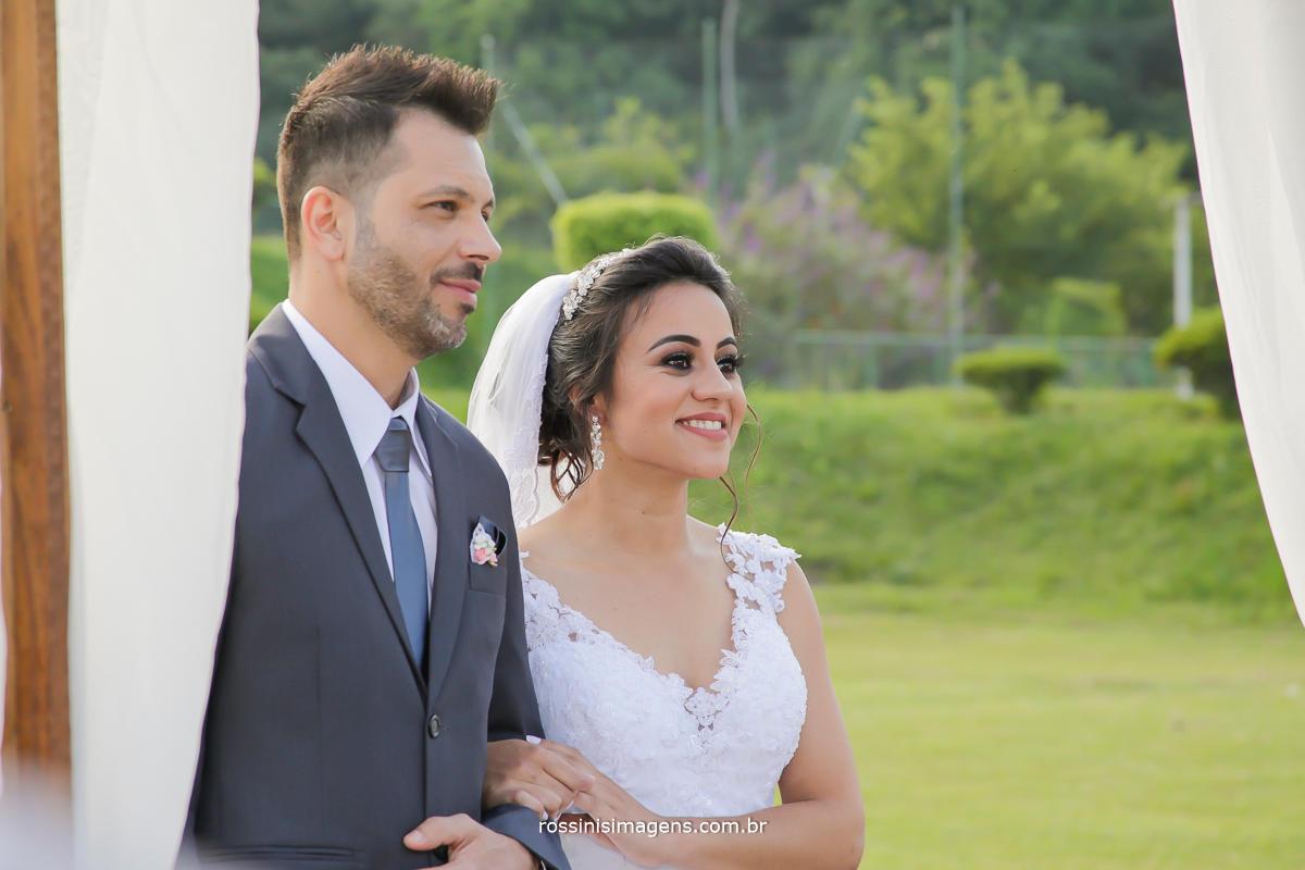 fotografo de casamento em suzano, fotografia de casamento em suzano, foto e video em suzano, noivos durante a cerimonia