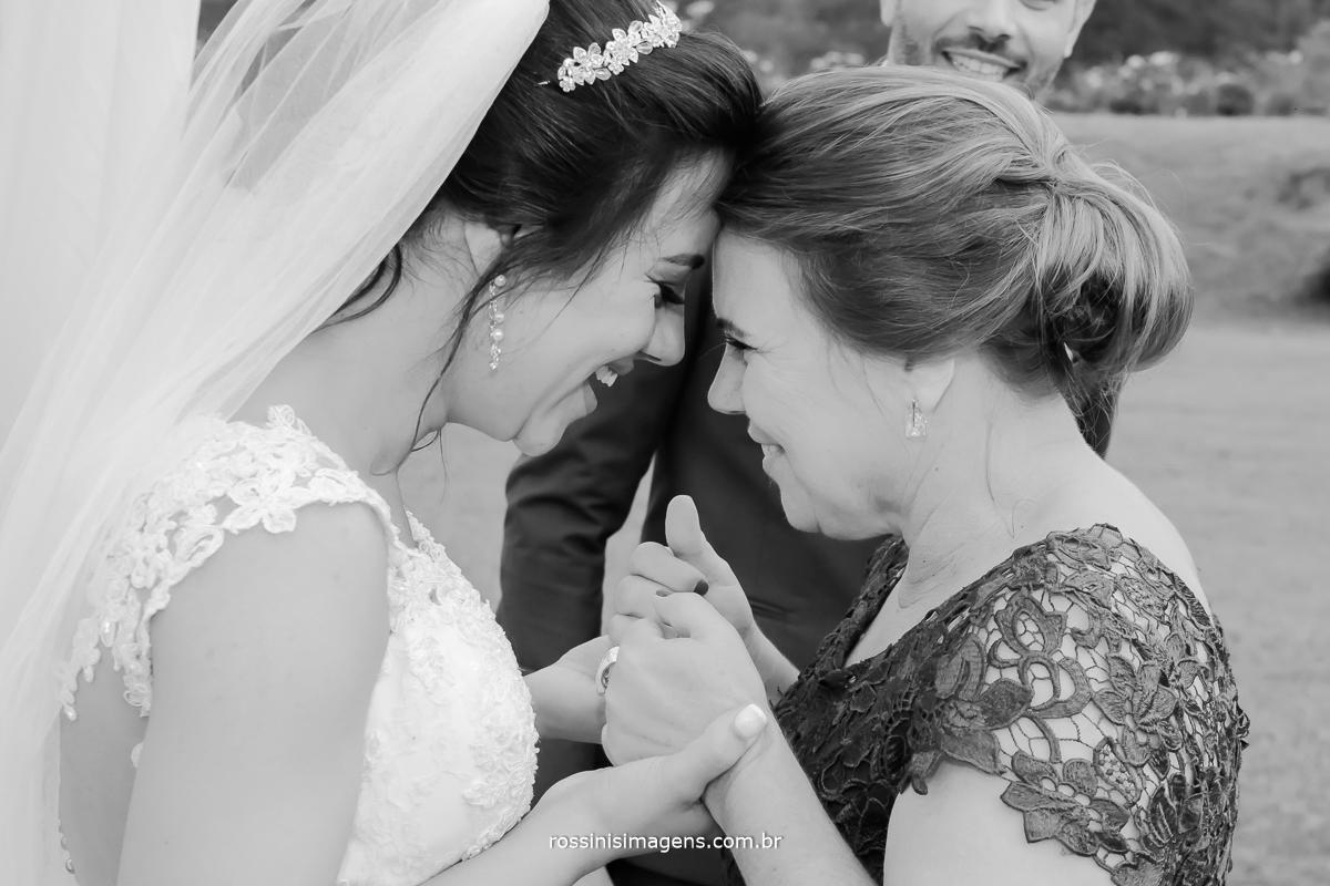 love wedding day photo, noiva e mãe muita energia boa muita cumplicidade, companheirismo