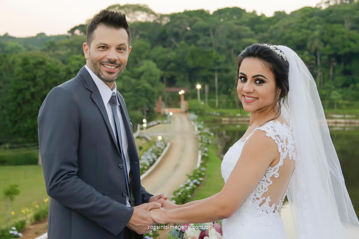 fotografia dos noivos uma longa linda e maravilhosa caminhada para trilharem juntos, casamento união amor e companheirismo