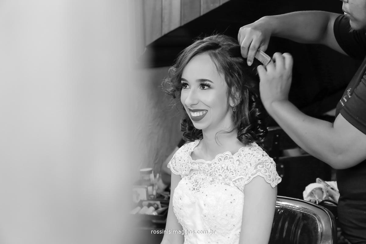 penteado da noiva Jaqueline realizado no espaço rosina Freitas em mogi das cruzes