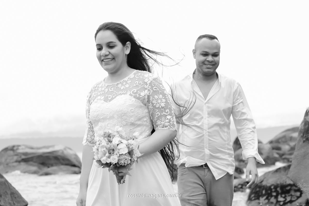 noivos, pre casamento na praia Thiago e Noemi Ilhabela-sp