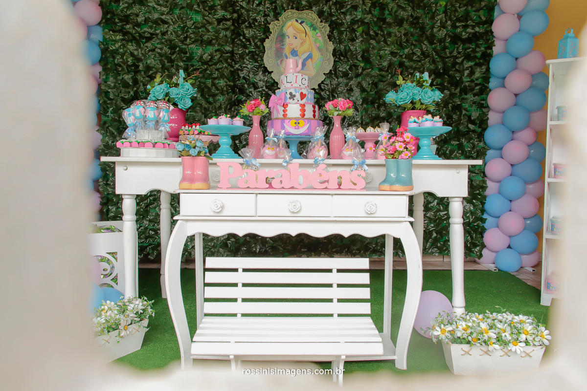 fotografia da mesa do bolo no aniversario da nathalia 5 anos , realizado na chácara dos sonhos em rio grande da serra, por rossinis imagens