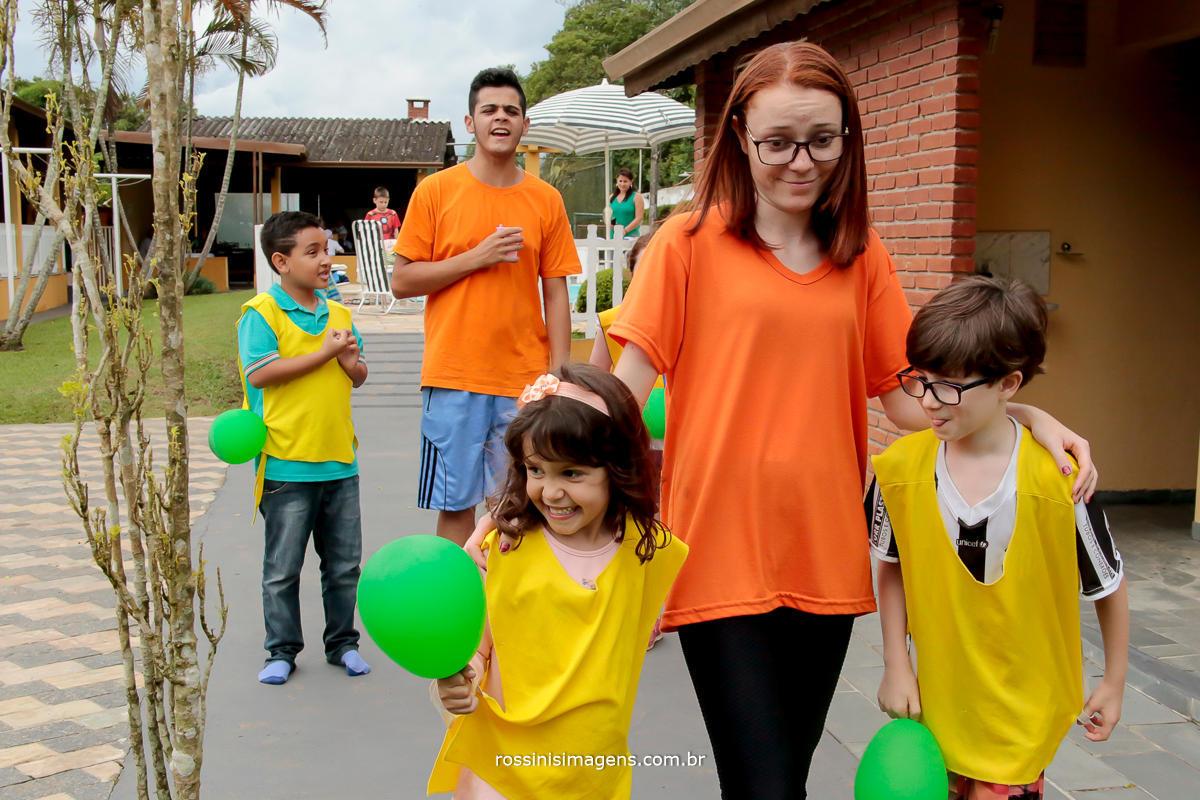 entretenimento infantil, crianças brincando na festa de aniversario da nathalia 5 anos