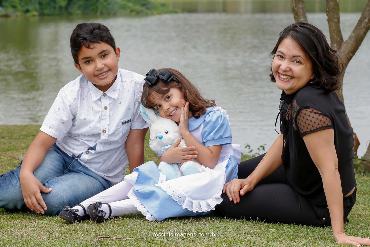 Irmão Matheus, Nathalia e a Mamãe Cibele, no ensaio infantil em comemoração de 5 anos nathalia