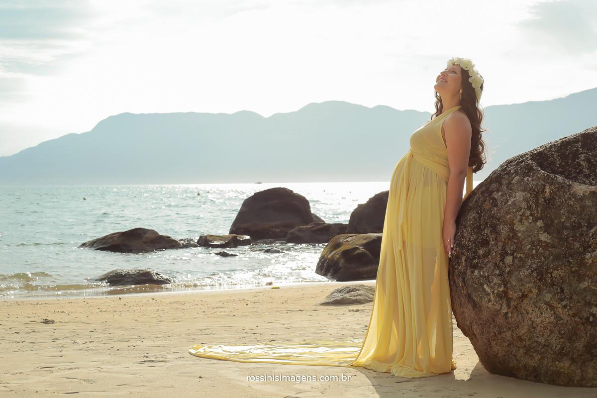 foto de gravida em externa na praia, rossinis imagens