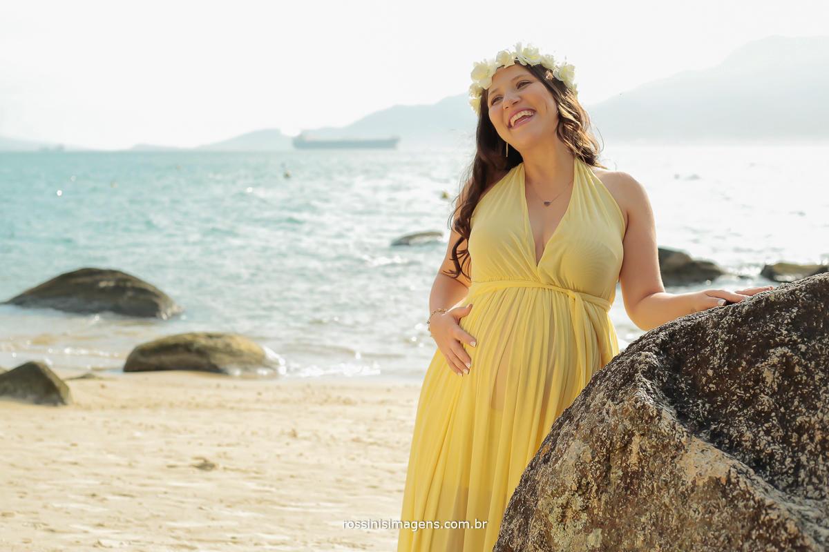 fotografia de gravida na sessão externa na praia