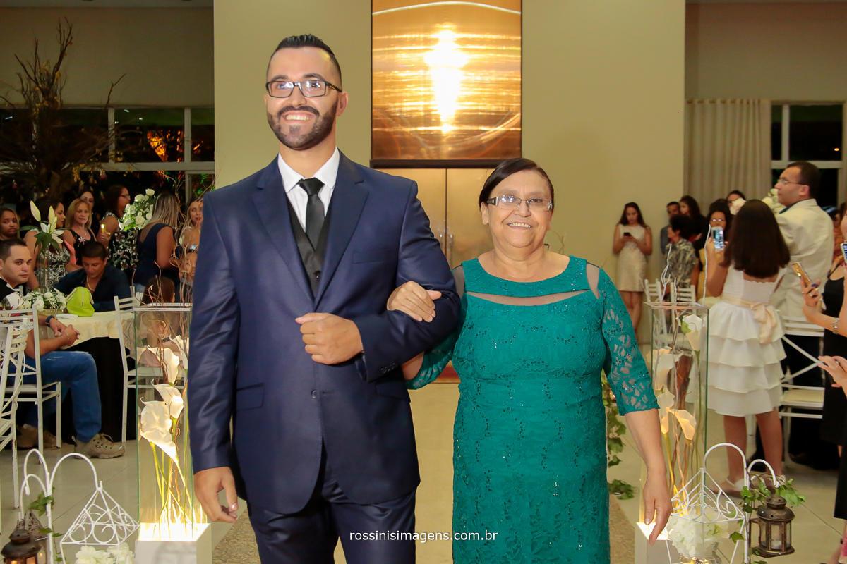 entrada do noiva Davi com sua Mãe