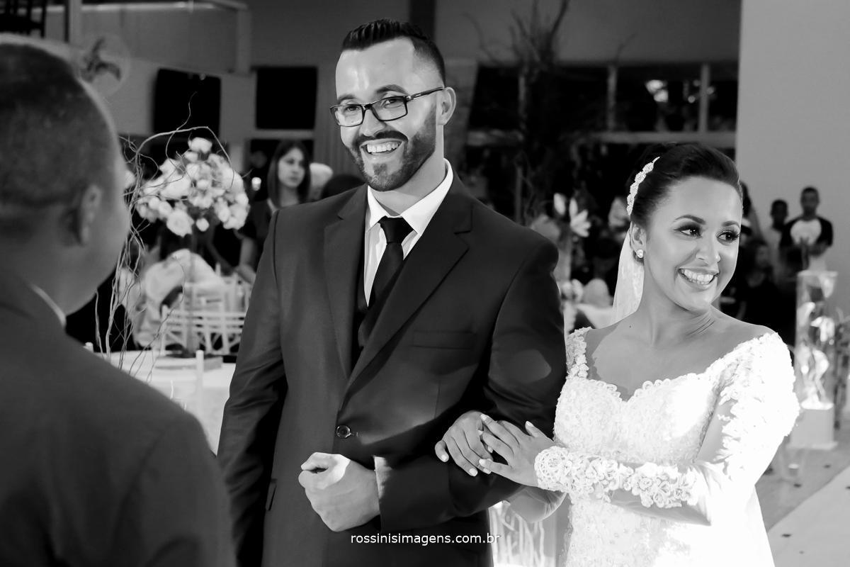 fotografia de casamento rossinis imagens foto pb de casal durante a cerimonia