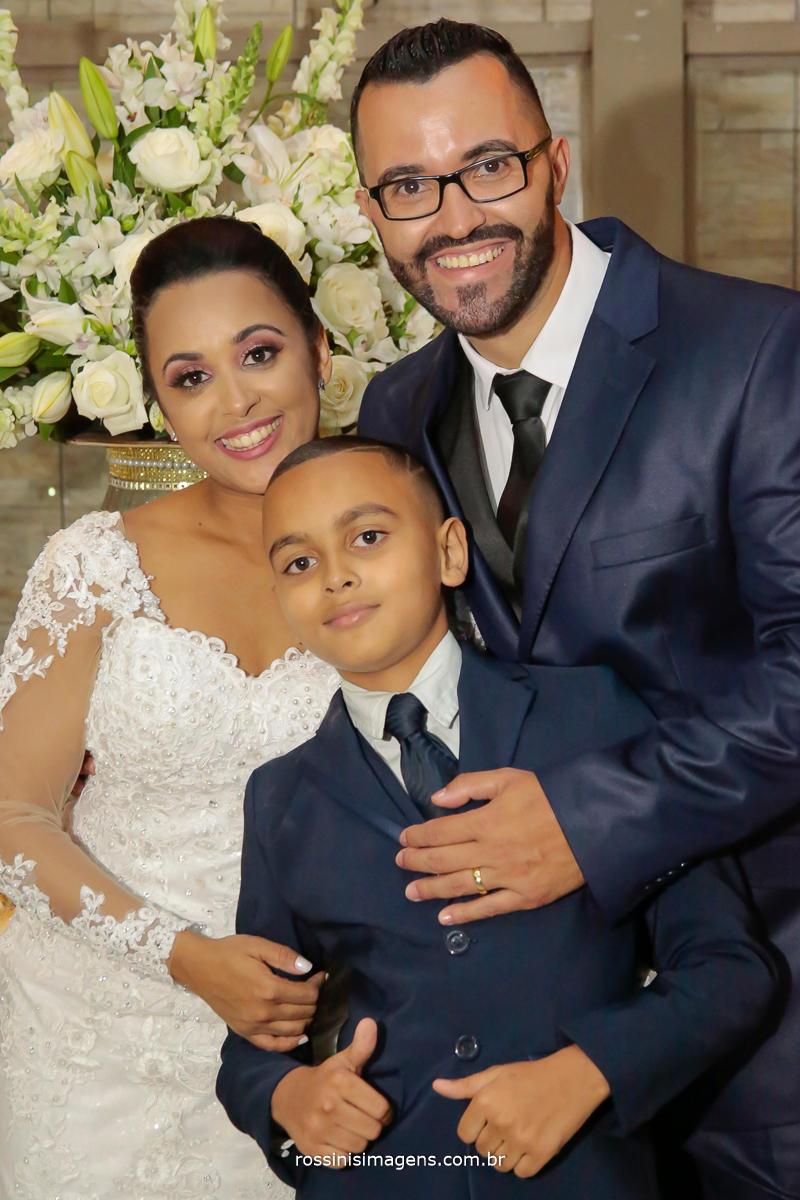 Fotografia do casal com o filho Richard, Família Linda, no casamento