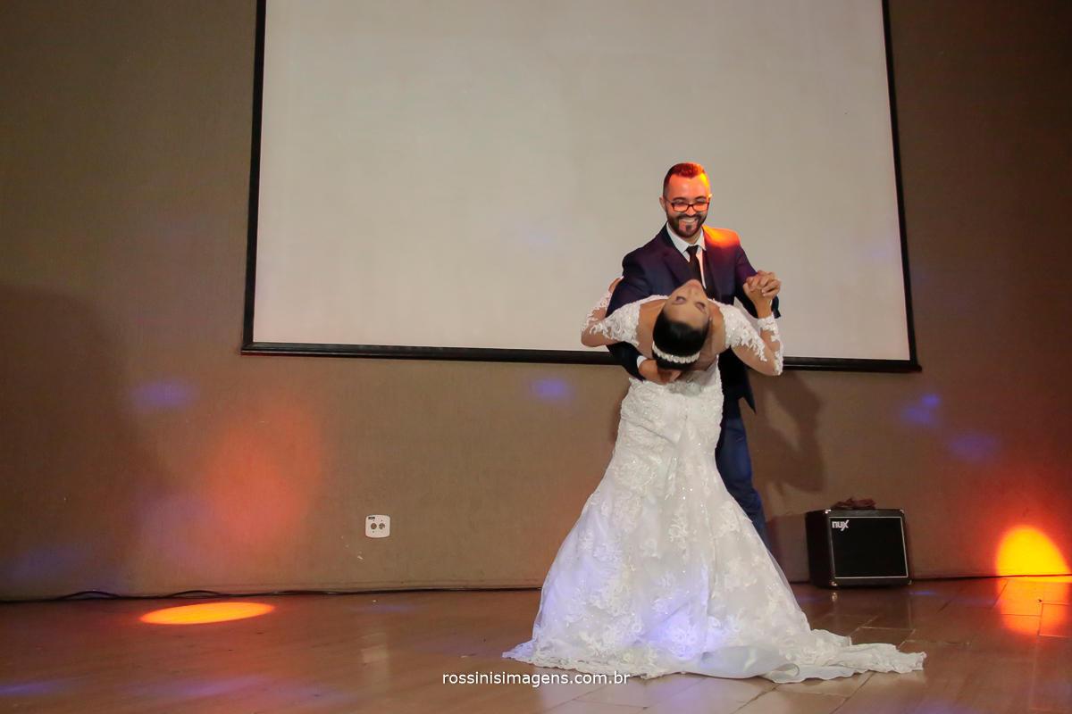 imagem de fotografia de dança dos noivos no casamento um momento único e muito lindo