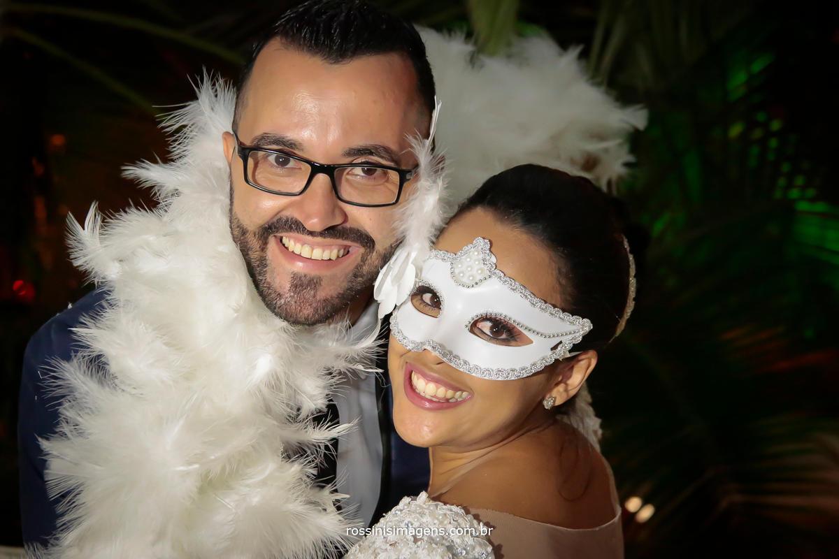 fotografia dos noivos na balada, muito animados, casamento 2018