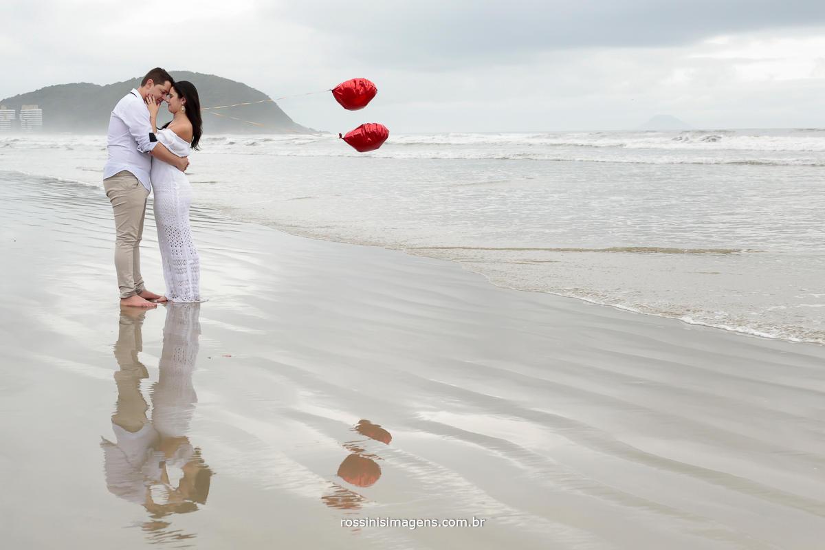 sessão de foto do casal Jefferson e Franciele na praia em um lindo dia de sol, muito animado e descontraidamente, muito divertido