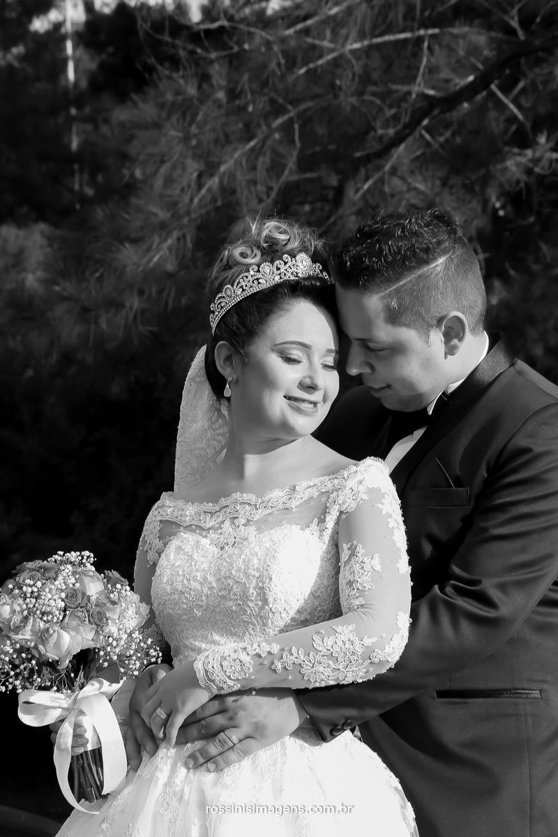 fotografia pb de casamento de dia ao ar livre em Suzano, rossinis imagens
