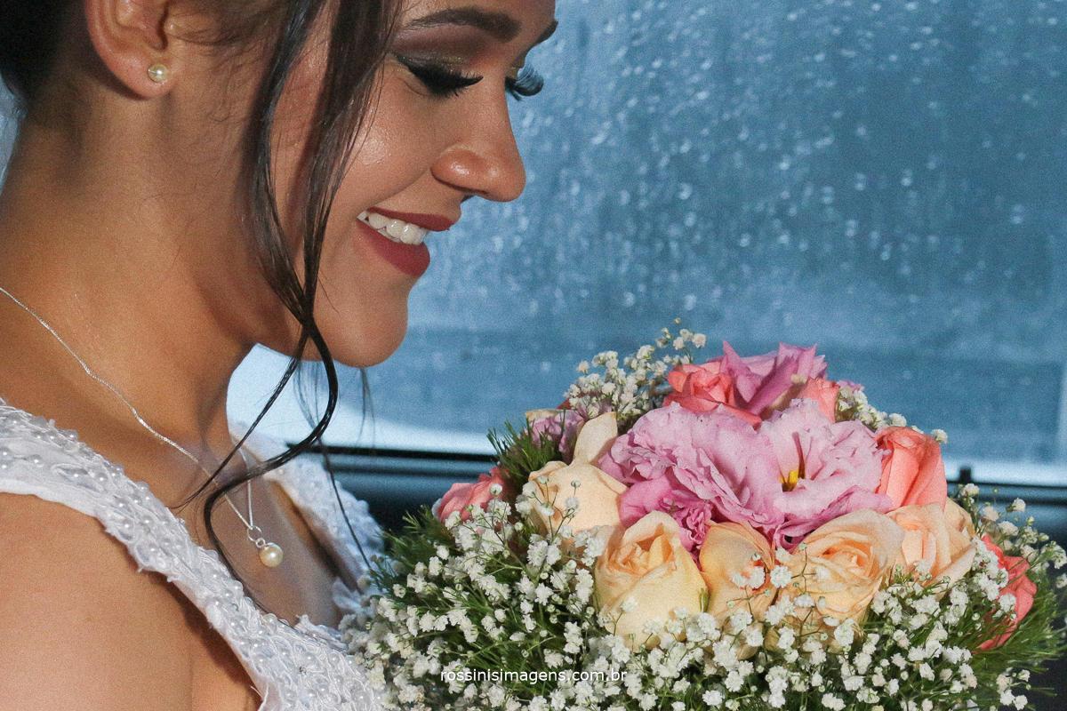 o momento de ansiedade,  antes de fazer a entrada triunfal da noiva , antes ela no casa em uma noite linda, rossinis imagens a melhor escolha