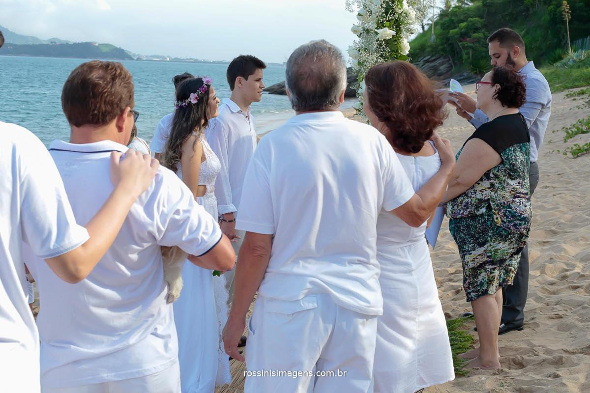 celebração do casamento na praia, beach wedding, Thais e Ale