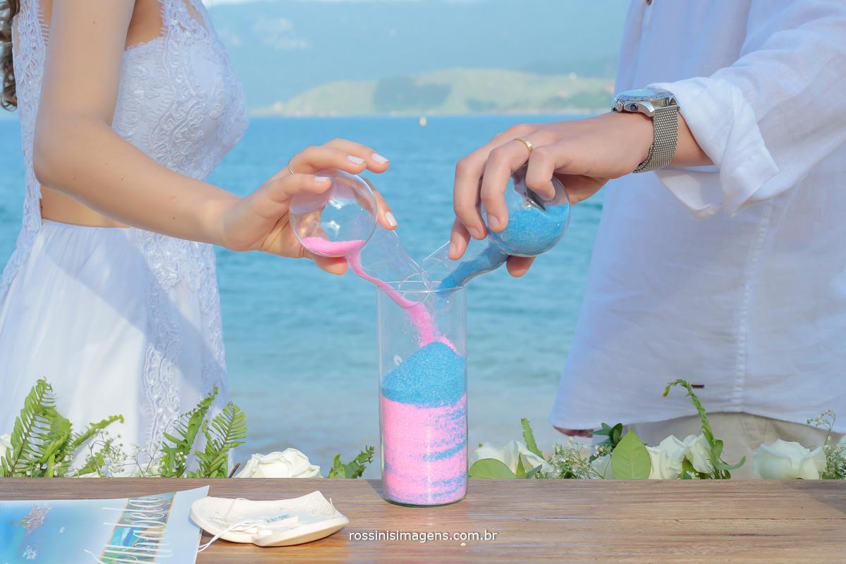 cerimonia das areias, no casamento na praia, beach wedding, enlace matrimonial de Thais e Alexandre