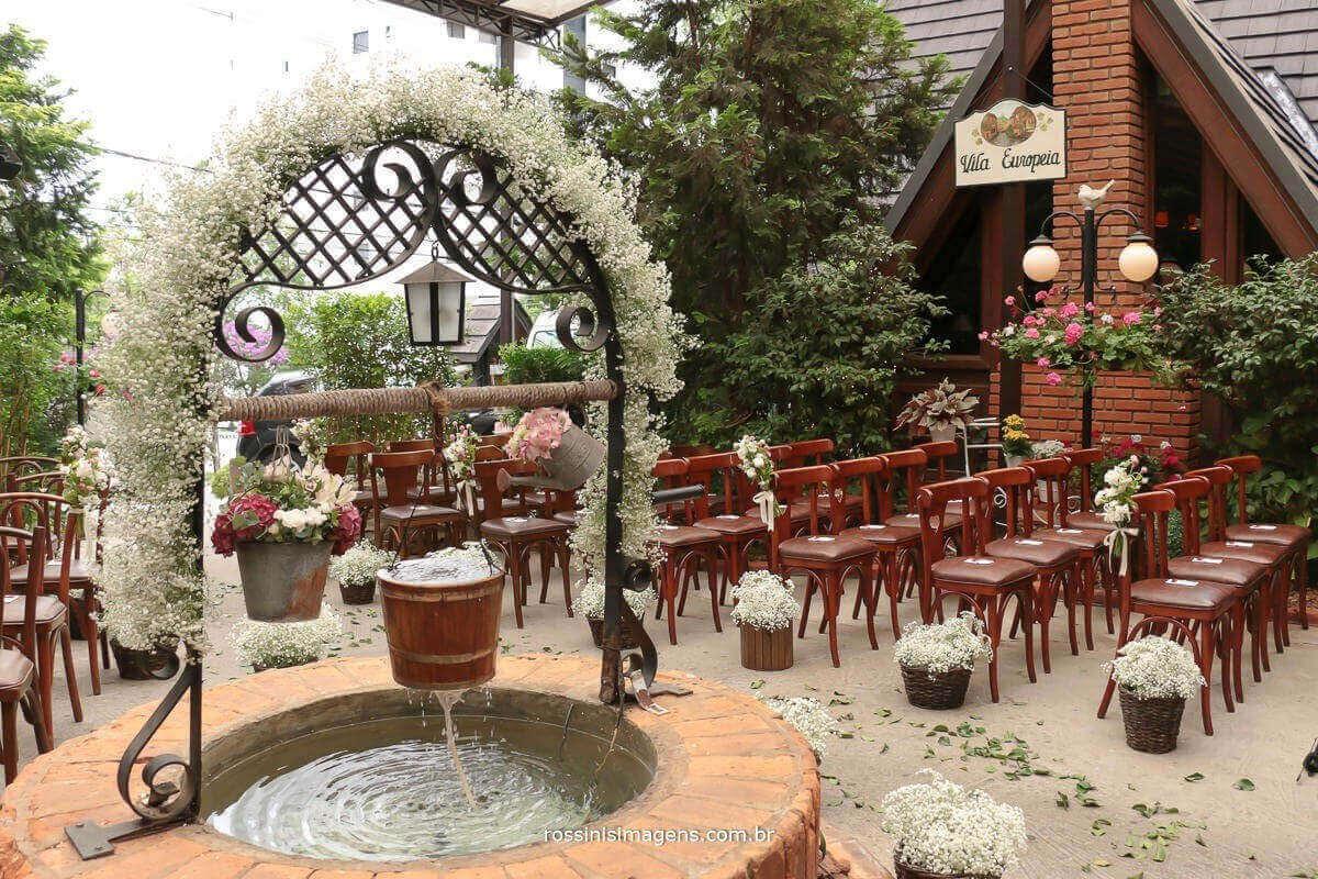 local da cerimonia no restaurante era uma vez um chalezinho, uma decoração linda com muitas flores uma linda fonte, lugar muito bem decorado, Rossinis imagens fotografia e video de casamento
