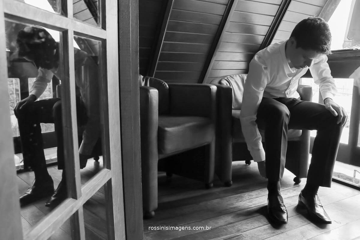 filmagem de casamento making of do noivo colocando o sapato, o grande dia, Rossinis imagens fotografia e vídeo de casamento, photo pb the wedding day