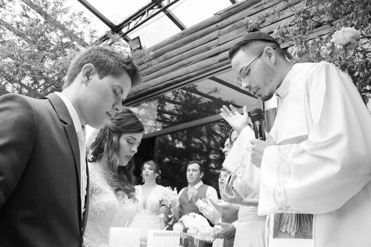 fotografia de casamento, momento de oração, de reflexão, de espiritualidade, wedding day