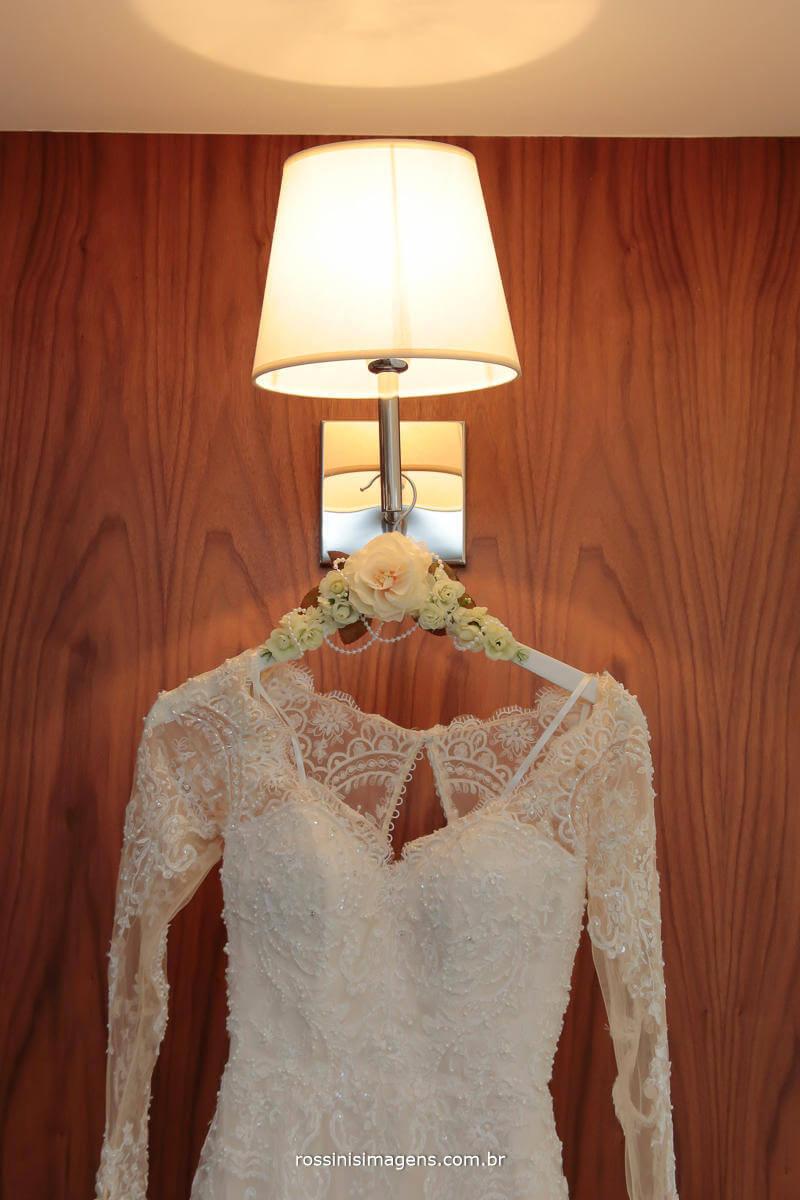 fotografia de casamento momento único e inigualável, o lindo e deslumbrante vestido de noiva, maravilhoso vestido de noiva, fantástico vestido