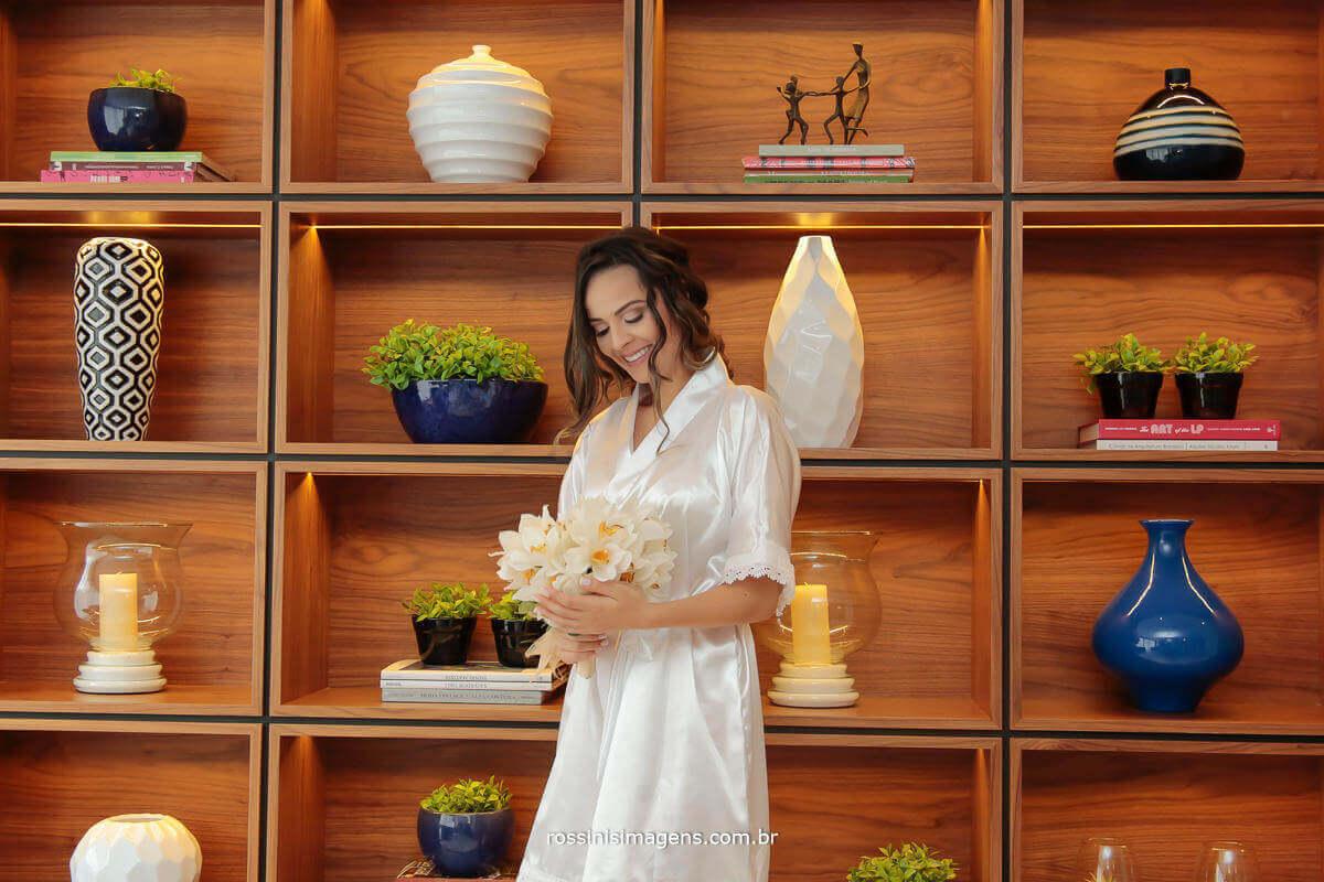 fotografia de casamento noiva com o lindo e maravilhoso buquê da rosa morena arte florais, buquê incrível
