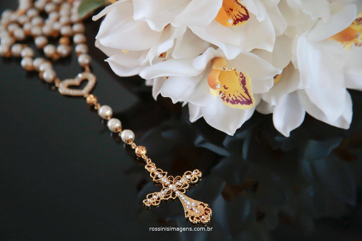 fotografia de detalhes de casamento crucifixo, terço, buquê, detalhes para a noiva, Rossinis imagens fotografia e video de casamento