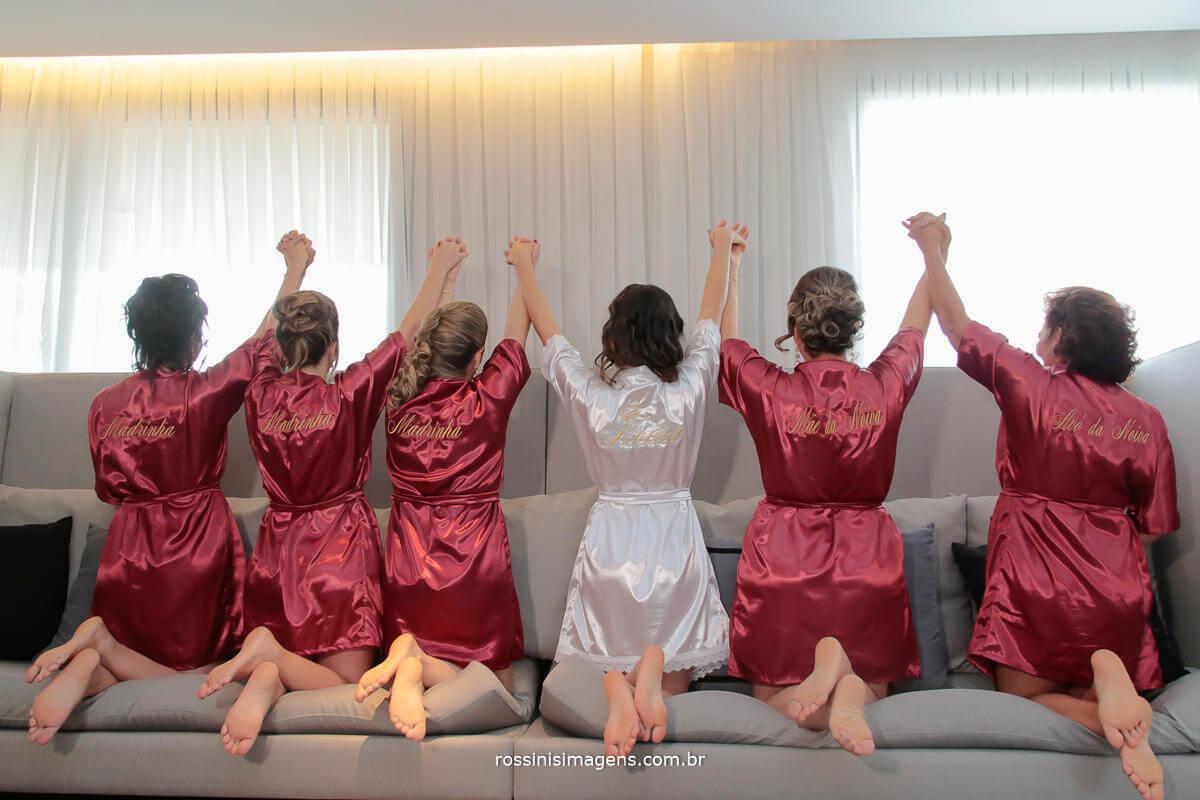 madrinhas, noiva, sogra e mae , no making of da noiva co robe personalizado, momentos antes da cerimonia, Rossinis Imagens - Fotografia e Video de Casamento