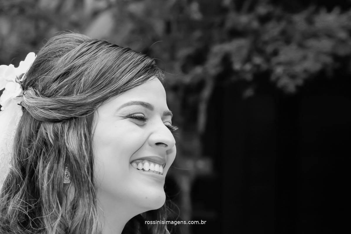 noiva Thais no altar as expectativas a mil, muito amor, fotografo de família, fotografo de casamento, rossinis imagens