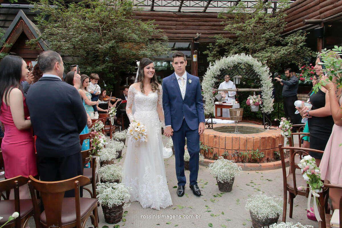 saída dos noivos, muito animados, casamento Thais e Alexandre em são paulo