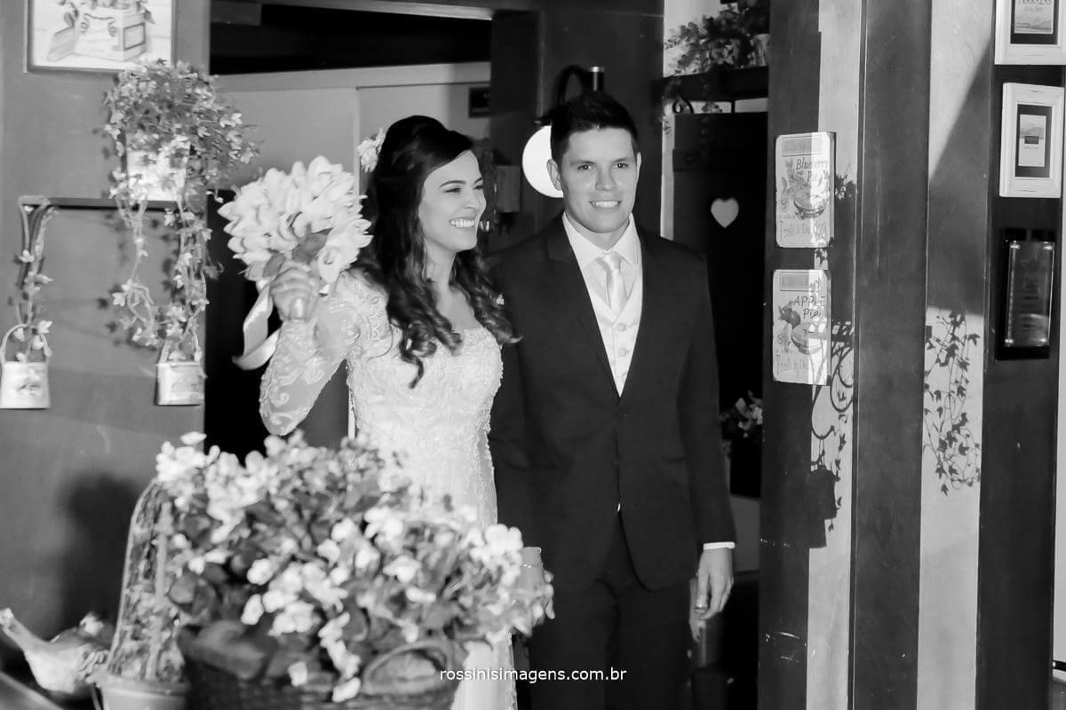 fotografia de casamento entrada dos noivos no recepção dos convidados, casal Thais e Alexandre, Rossinis Imagens - Fotografia e Video de Casamento