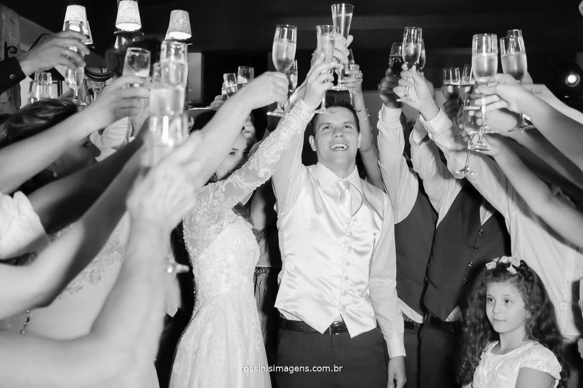 fotografia de casamento brinde na pista de dança, brinde na balçada, Rossinis Imagens - Fotografia e Video de Casamento ,