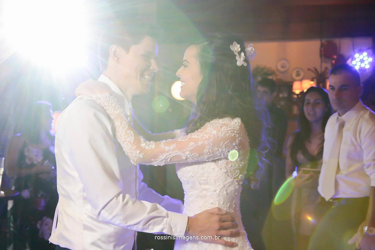 noivos dançando na balada, pista de dança, dançando na pista de dança, Rossinis Imagens - Fotografia e Video de Casamento
