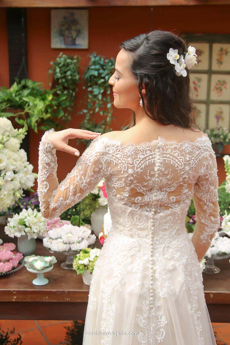fotografia de casamento, as costas do vestido da noiva lindo e cheio de detalhes, um maravilhoso vestido, Rossinis Imagens - Fotografia e Video de Casamento