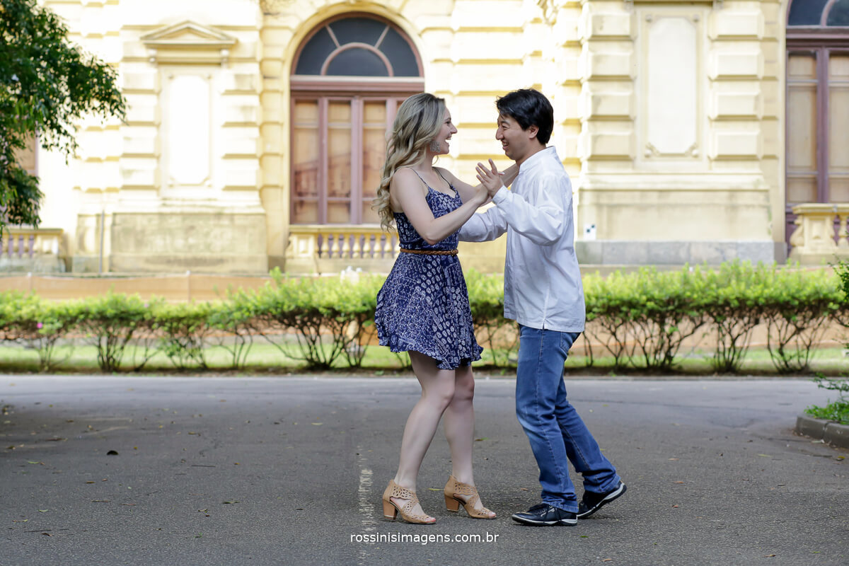 fotografia do ensaio fotográfico pre casamento de Juliana e Enio realizada no museu paulista em são paulo por Rossini's Imagens - fotografia e video de ensaios