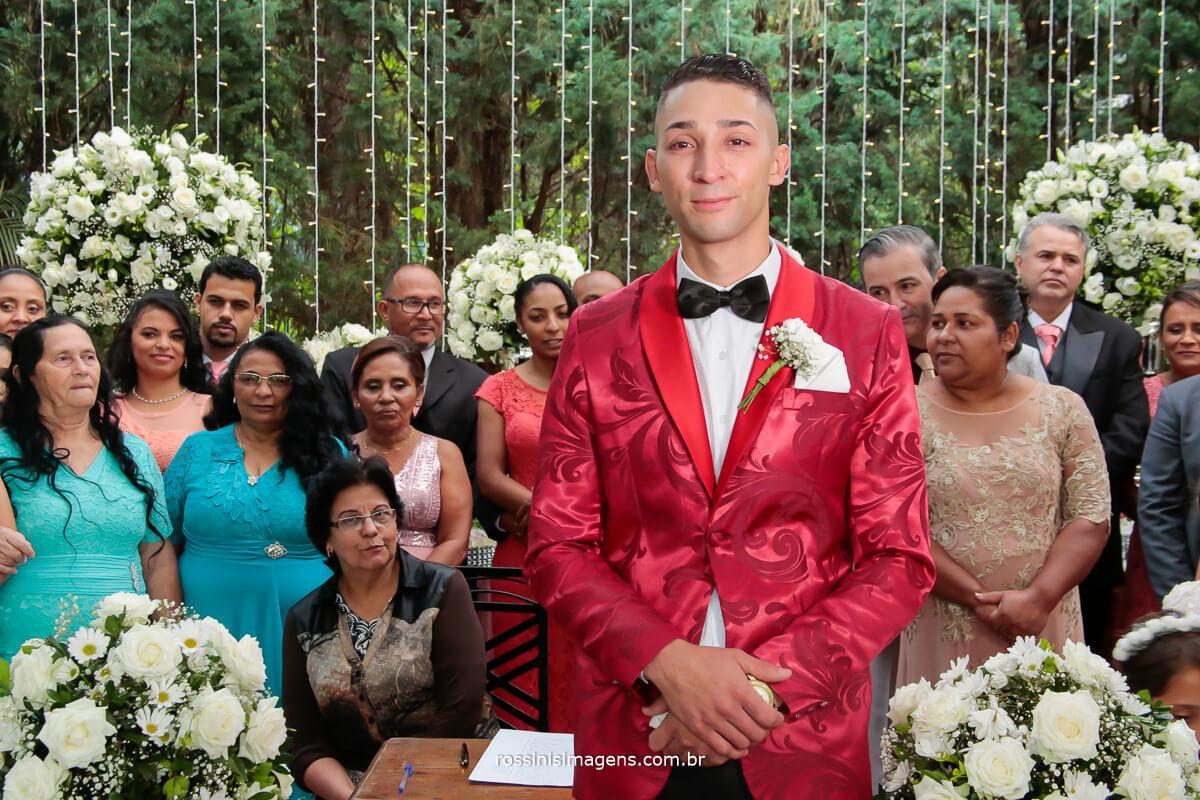 noivo no altar, a espera da noiva