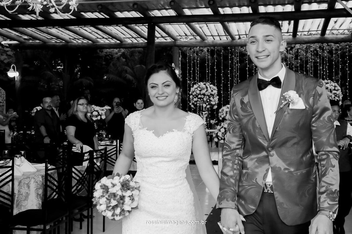 fotografo de casamento, saída dos noivos, felizes