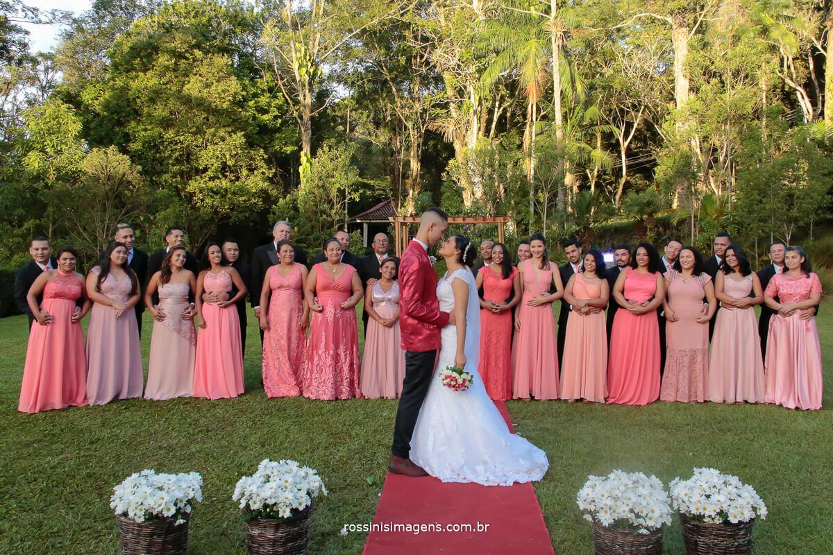 fotografia coletiva dos noivos com os padrinhos e madrinhas todos juntos, casamento em mogi das cruzes, fotografia protocolar, fotografia de praxe